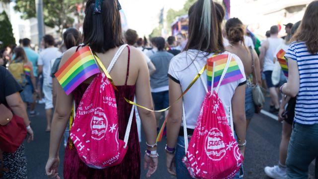 Dve devojke na Prajdu u Beogradu