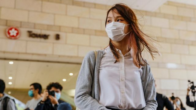 周庭在香港西九龙法院大楼外(23/11/2020)