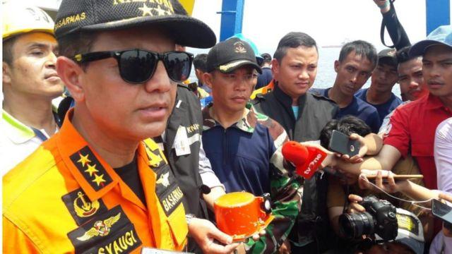 Kepala Basarnas Muhammad Syaugi menjelaskan ditemukannya kotak hitam.