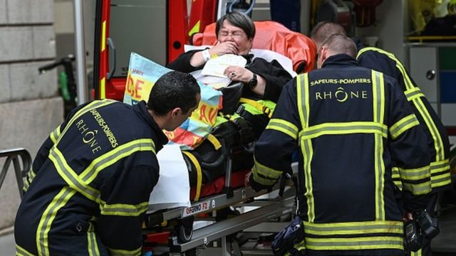 France Lyon: Police arrest suspect in parcel bomb attack which hurt 13