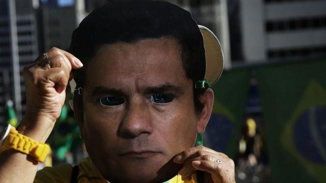 Manifestantes em protesto a favor de Sergio Moro
