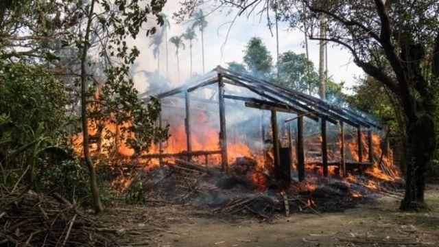 หมู่บ้านแห่งหนึ่งที่ผู้สื่อข่าวบีบีซีพบเห็นถูกเผาจนเหลือแต่เพียงเถ้าถ่านและตอตะโก