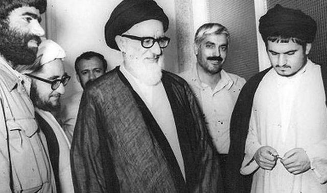حسین خمینی (راست) در کنار محمود طالقانی و صادق خلخالی
