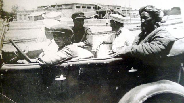 Сталинабад, 1931 год, Ибрагим-бек в автомобиле сотрудников ГПУ перед его отправкой в Ташкент