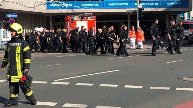 La policía en el lugar del incidente, en el centro de Munster.