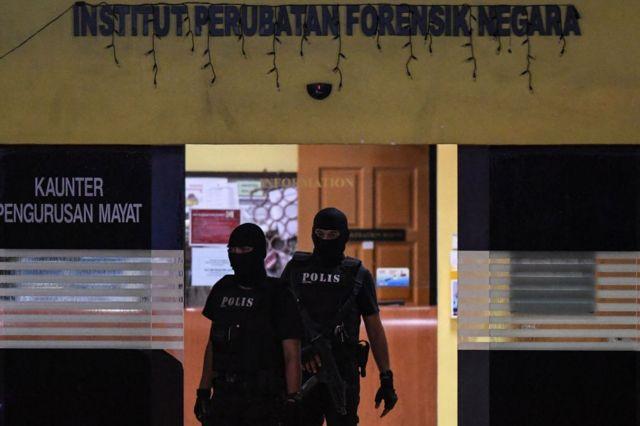 Malezya özel harekat güçleri hastane önünde bekliyor