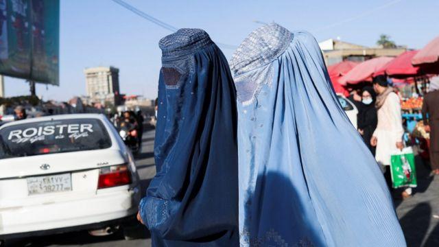 Mujeres vistiendo burkas en Kabul.