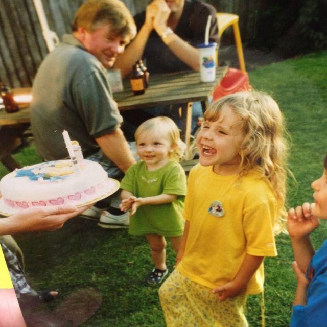 Una tarta de cumpleaños para Loretta.