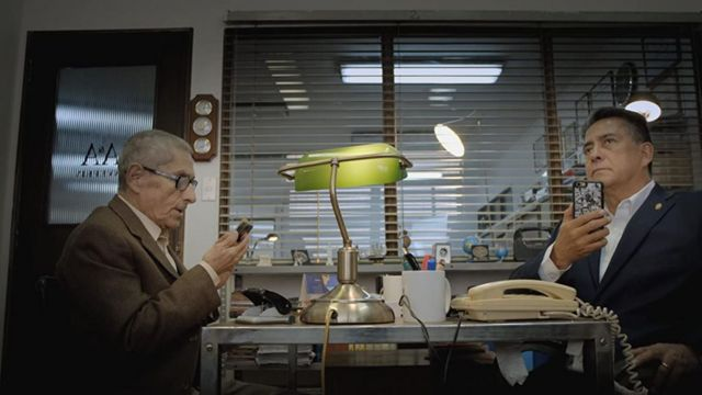 Sergio en una oficina.