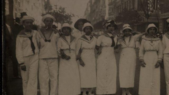 Grupo de foliões no Carnaval de rua do Rio, em 1914