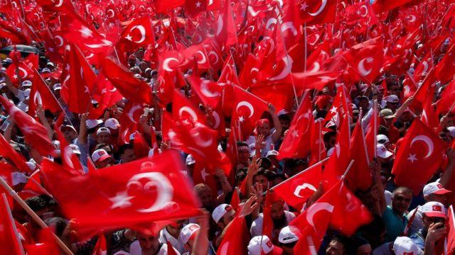 مقامات ترکیه می گویند که وضعیت اضطراری از ارزشهای دموکراسی در کشور حفاظت خواهد کرد.