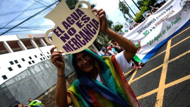 Manifestante en El Salvador