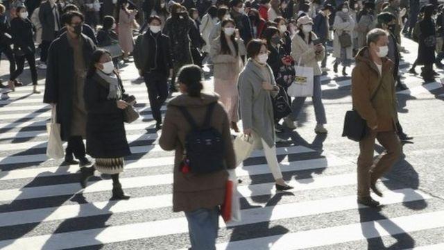Gente caminando por las calles de Tokio, Japón.  Foto: 26 de diciembre de 2020