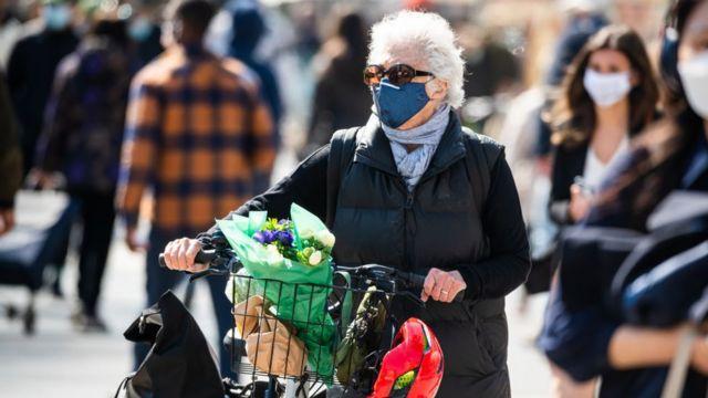 ماسک در فضای باز