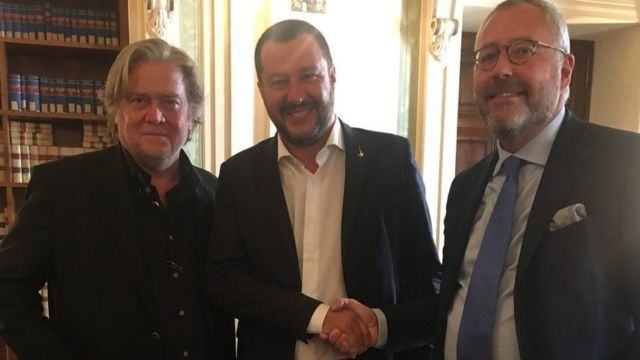 Soldan sağa: Steve Bannon, Belçikalı siyasetçi Mischael Modrikamen ve İtalya Başbakan Yardımcısı Salvini