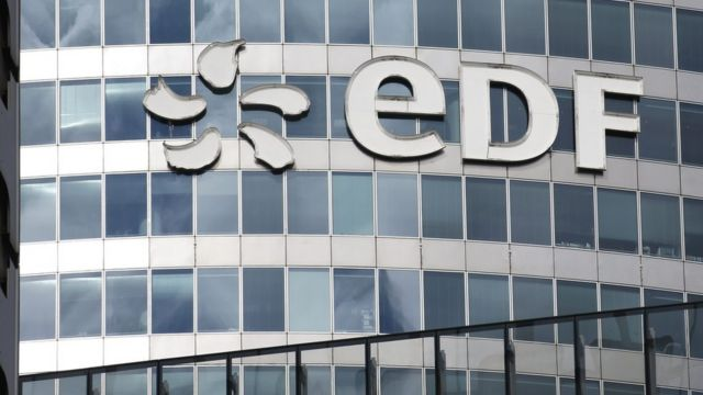 巴黎附近法國電力(EDF)總部大樓上的企業標誌(資料圖片)