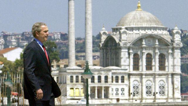 George W Bush prezident olduğu dövrdə İslamı sülh dini adlandırıb