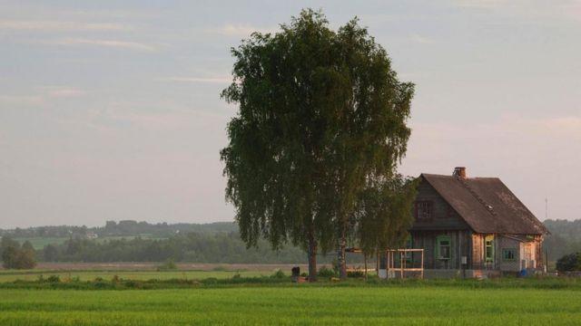 Привязанность к жизни в сельской усадьбе удивительным образом сохранилась здесь до сих пор