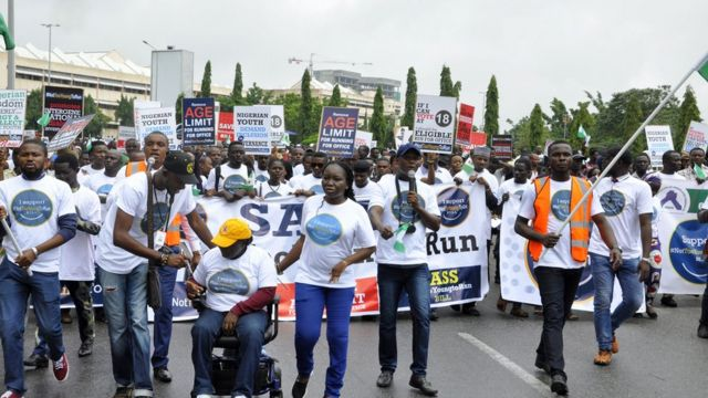 Nigerian youths dey protest for street