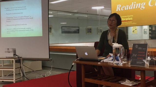 丘培培在香港大學出席研討會時,多度感觸起來。