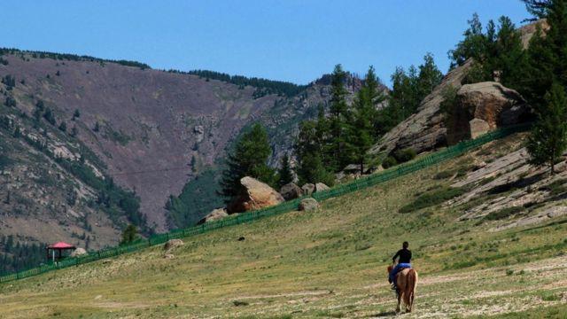 Говорят, что тысяча лошадей проскакала по могиле Чингисхана, чтобы не осталось и малейшего следа захоронения