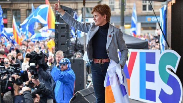 Nicola Sturgeon durante un acto por el sí a la independencia.