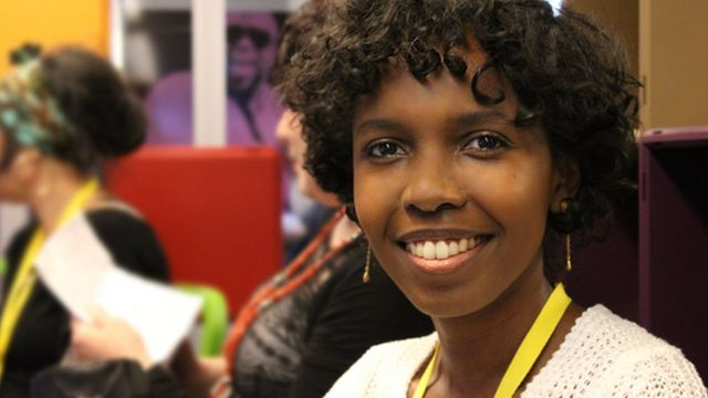 منى تحب العيش في مدينة لندن لكنها تريد التعرف على الصومال
