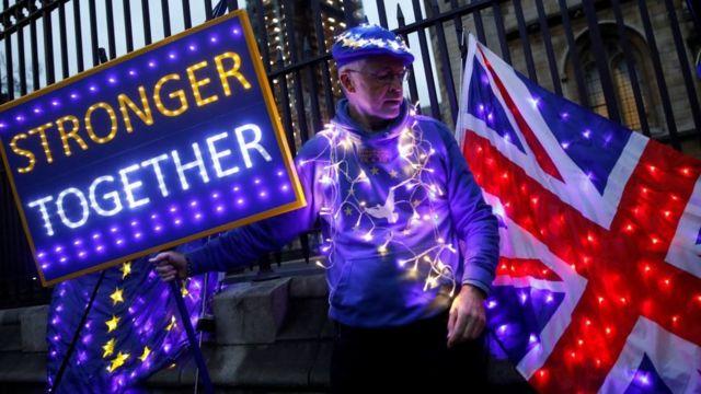 """""""Вместе мы сильнее"""". Безграничную любовь удержать не удалось, и теперь у ЕС с Британией брак по расчету"""