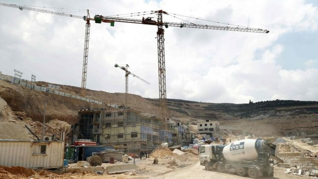 西岸地区のギバト・ゼーブのユダヤ人入植地で住宅建設が進む様子(今年4月)