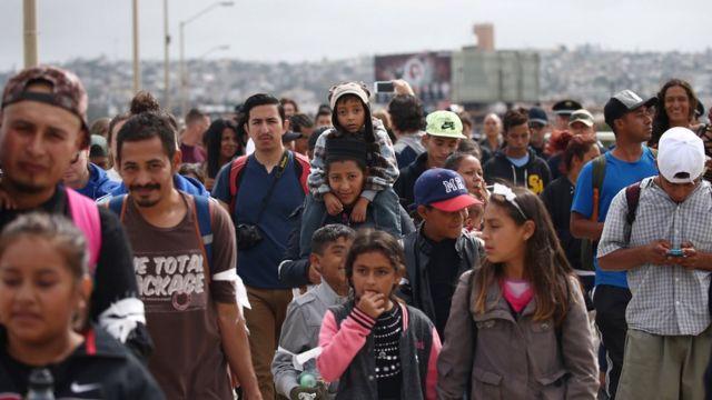 Miembros de la caravana de migrantes