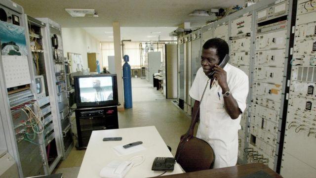 Les autorités gambiennes ont bloqué Internet et les appels téléphoniques vers l'étranger, à l'heure où la population est appelée aux urnes dans le pays.