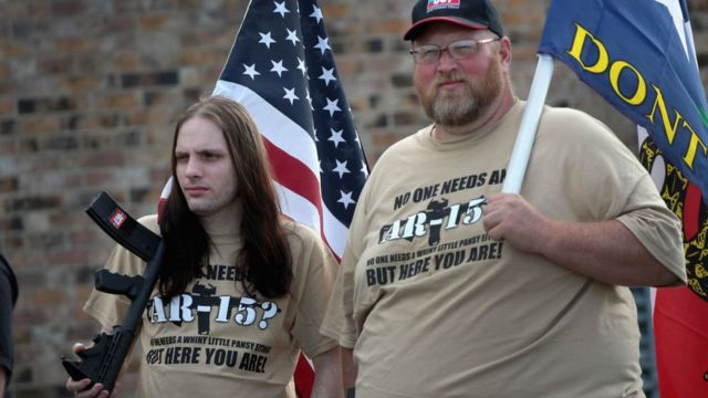 Otac i sin na protestu kojim se štite prava vlasnika oružja