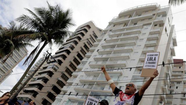 룰라 전 대통령은 과루자에 위치한 아파트를 뇌물로 받은 것으로 알려졌다