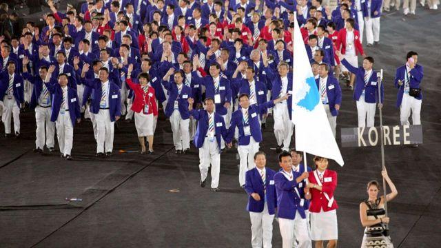 Equipes das Coreias do Sul e do Norte marcharam juntas na Olimpíada de Atenas