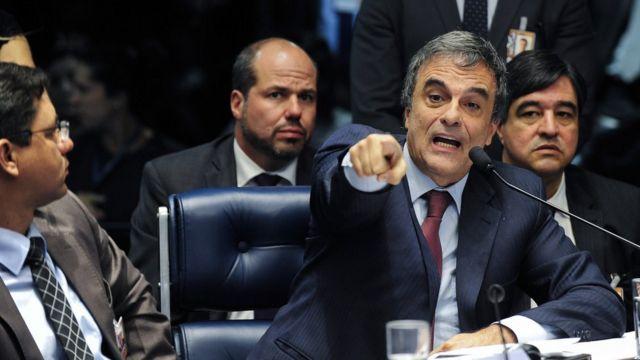 Advogado de Dilma, Cardozo tenta provar que presidente não cometeu crimes de responsabilidade
