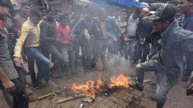 Saldırı, Hindistan'ın bazı şehirlerinde Pakistan karşıtı gösterileri tetikledi.