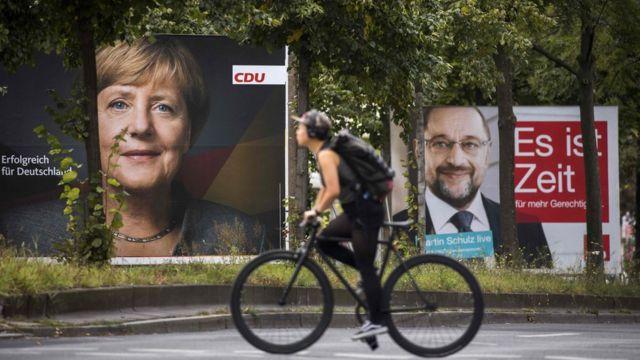Almanay'dan seçim afişleri