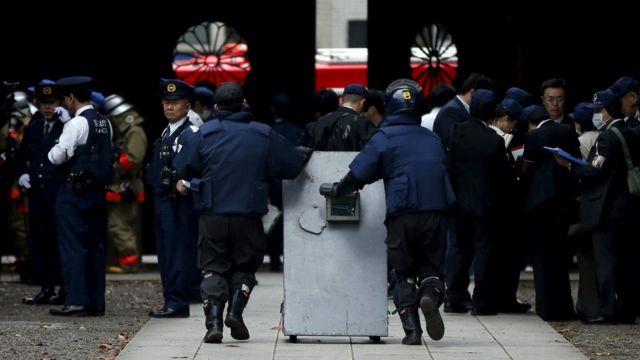 警視庁の爆発物処理班が現場に派遣された