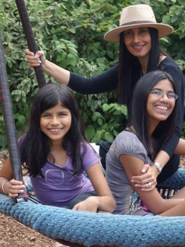 Sharan, Eysha y Elyna Gill