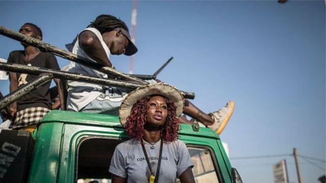 Une journaliste de la BBC a rencontré une dizaine de Gambiens ayant fuient leur pays