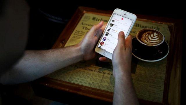 Эффект наживки проявляется и в том, какого партнера вы себе выбираете - например, в приложении Tinder