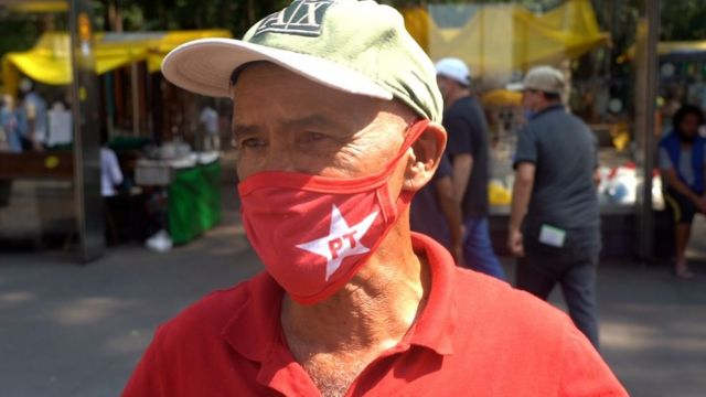 Francisco Lino Neto durante ato contra Bolsonaro em SP