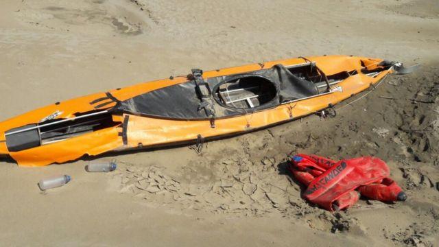 Caiaque na margem do rio Solimões