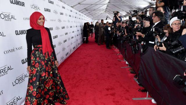 Halima Aden sur le tapis rouge