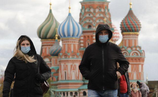 """Coronavirus en Europa: la región vive """"un intenso y alarmante aumento"""" de muertes por covid-19 de casi el 40% en una semana, según la OMS - BBC News Mundo"""