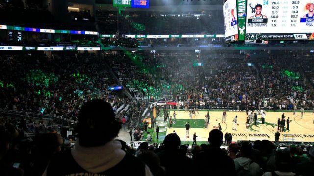 ABD'nin birçok eyaletinde sınırlamalar kaldırılmış durumda. NBA finallerinin oynandığı Milwaukee kentinde spor salonu tamamen doluydu.
