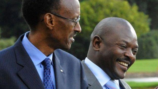 Perezida Paul Kagame (ibumoso) na Perezida Pierre Nkurunziza ntibavuga rumwe ku kibazo cy'impunzi
