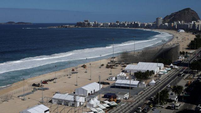 Construção da sede de vôlei de praia em Copacabana