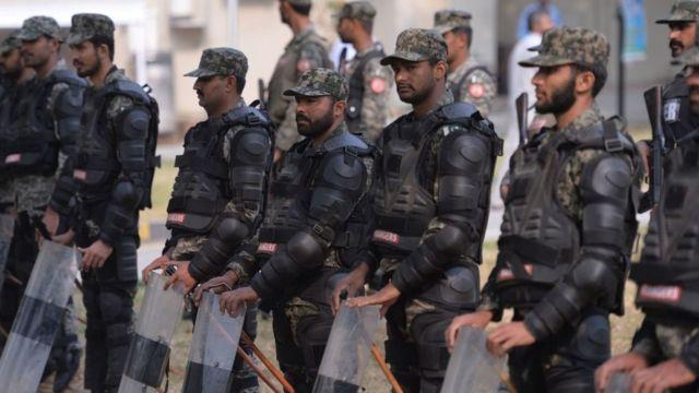 Agentes armados en la salida de la Corte Suprema de Pakistán, en Islamabad.