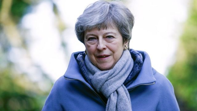 Brexit: Cabinet meets amid pressure on May